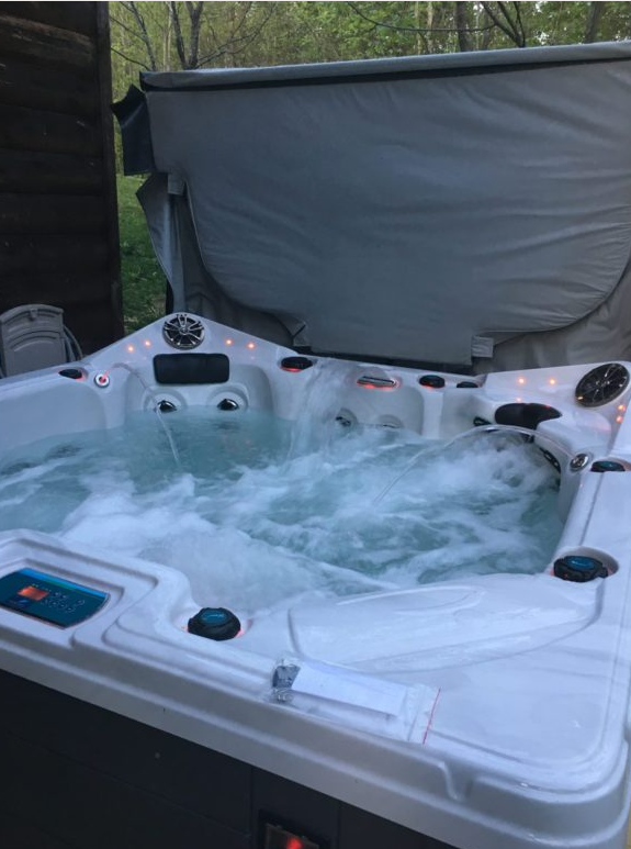 Hickory-Cabins-Hot-Tub
